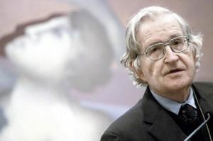 """Hace falta enseñar a pensar"", dice Chomsky.  Foto: El Espectador"