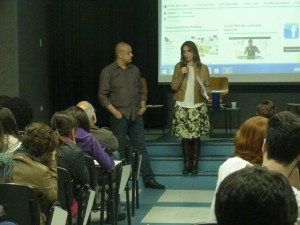 "Alyson Montrezol y Camilla Croso presentan la película ""Dignité"". Foto: Maria Falcão/Ação Educativa"