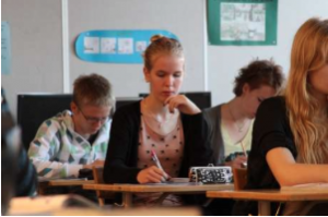 Praticamente todos os jovens finlandeses estudam em escola pública. Foto: Amanda Soila/UM / Divulgação