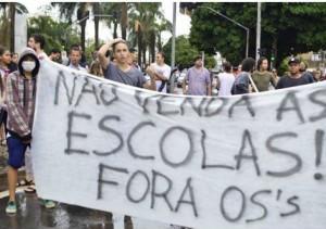 Alunos contra a privatização: Marconi Perillo quer as escolas estaduais dirigidas por organizações sociais. Foto: UBES