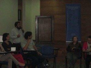 Juan González, de OPECH, presentó sobre cómo el Mercado y el Estado Neoliberal vulnera el Derecho a la Educación como Derecho Social garantizado